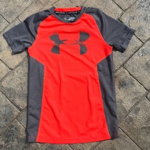 Under armour fitted boys shirt